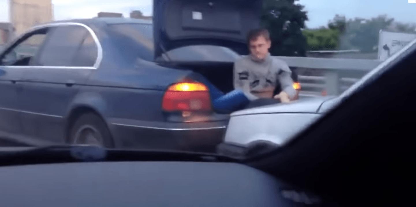 W jaki sposób holować samochód?