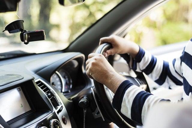 Rejestracja samochodu z kierownicą po prawej stronie