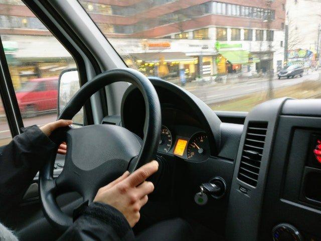 renowacja porysowanych plastików w samochodzie