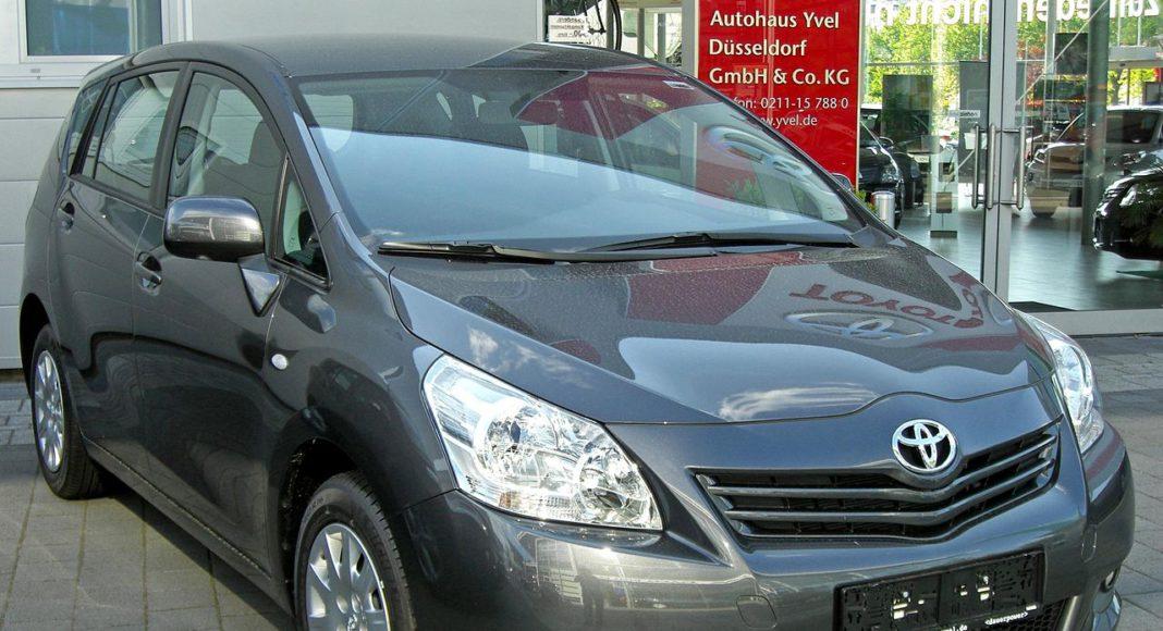 Toyota Verso przed liftingiem