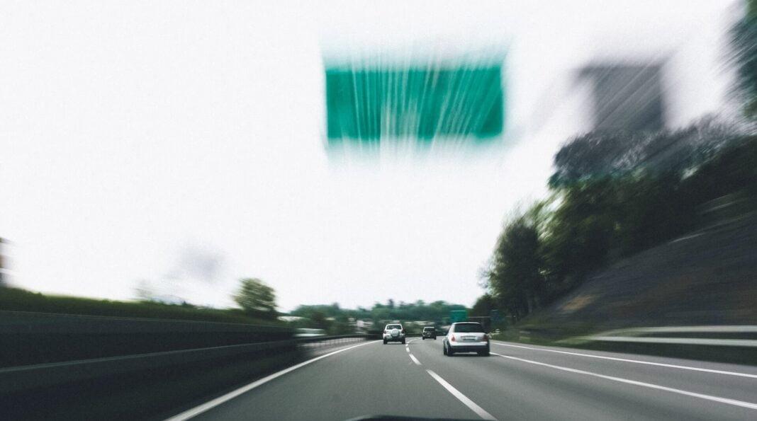 szybka jazda na autostradzie