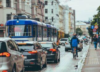 rowerzysta na ulicy